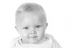 portraetfoito_baby_i_fuld_figur_fotograf_profilfoto