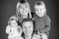 familiefoto_med_baby_Profilfoto_Mikkel_Urup_afslappet_naturligt