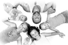 Familie holder hånd-familiefoto